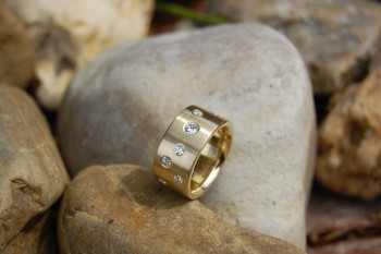 Ring in 585/000 Gelbgold mit 9 Brillanten